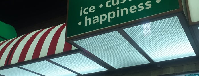 Rita's Italian Ice & Frozen Custard is one of สถานที่ที่ Michael ถูกใจ.