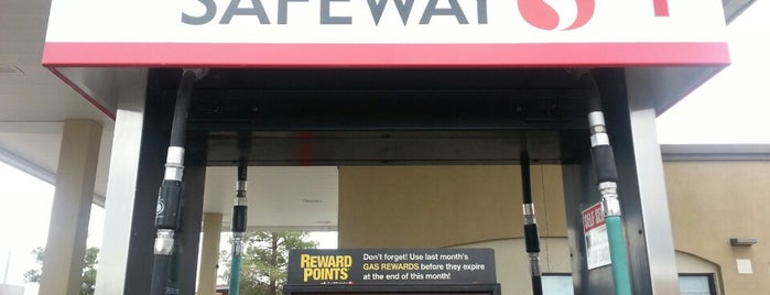 Safeway Gas Station is one of Lugares favoritos de Andrew C.