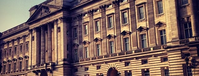 Buckingham Palace is one of London's great locations - Peter's Fav's.