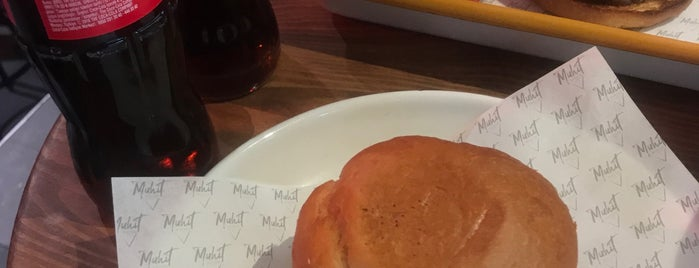 Muhit Burger is one of ❌❌❌✈️🚘 Önce bi sen Gez,sen yee bakalım :).