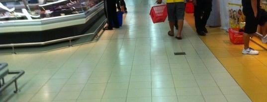 LULU Hyper Market Madinat Zayed is one of Hamdan 님이 좋아한 장소.