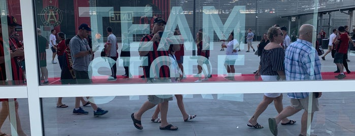 Team Store is one of Locais curtidos por Ashley.