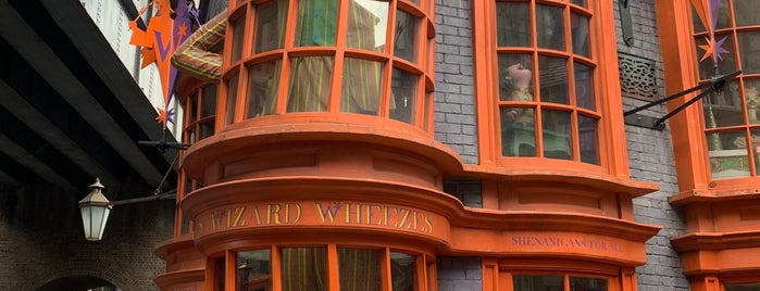 Weasleys' Wizard Wheezes is one of Lieux qui ont plu à Tim.