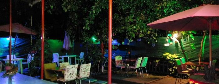 Sakkal Cafe&Bistro is one of Özdenur'un Beğendiği Mekanlar.