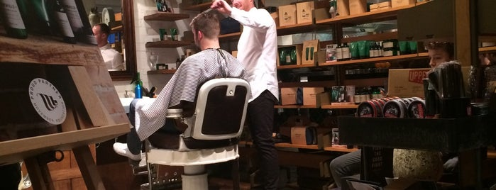 Barber & Parlour is one of Locais curtidos por Luc.