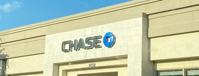 Chase Bank is one of Lugares favoritos de KATIE.