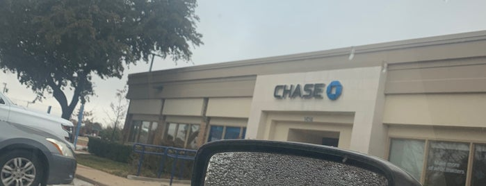 Chase Bank is one of Locais curtidos por KATIE.