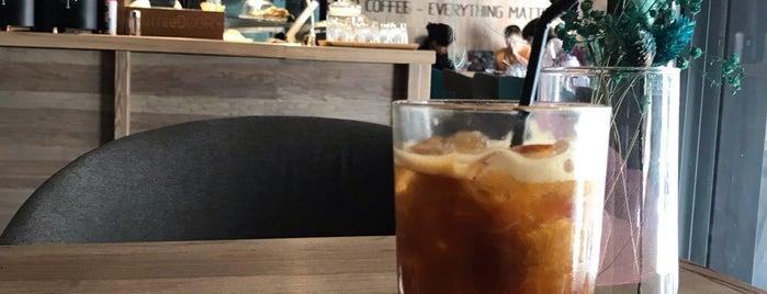 CoffeeDOOR is one of Locais curtidos por Natali.