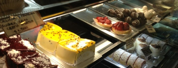 Délice Pâtisserie is one of Lugares favoritos de Sandra.