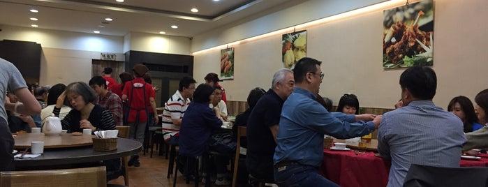 蓬萊排骨酥台式料理 is one of 《臺北米其林指南》 2018 餐盤餐廳 MICHELIN Guide Taipei.