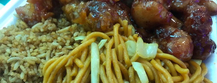 Qin Oriental Food is one of สถานที่ที่บันทึกไว้ของ Karen 🌻🐌🧡.