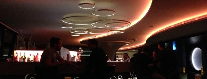 Java Club is one of Top Places Geneva.