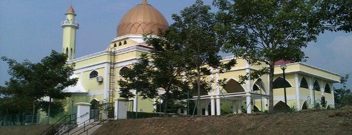 Masjid Kota Damansara (مسجد کوتا دامنسارا) is one of masjid.