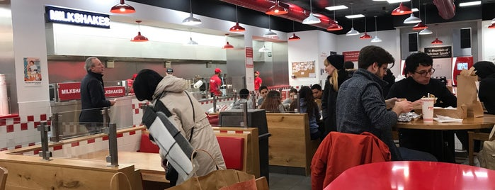Five Guys is one of Tempat yang Disukai Kevin.