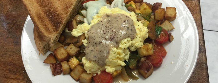 Dixie Tracks Café is one of Sunday Brunch/Lunch.