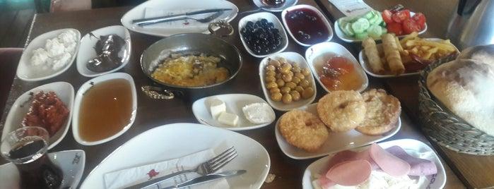 Çolo Cafe & Bar is one of Posti che sono piaciuti a Nalan.