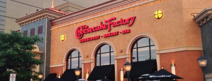 The Cheesecake Factory is one of สถานที่ที่บันทึกไว้ของ Nicholas.