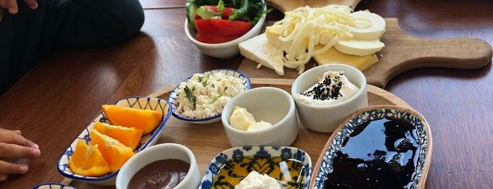 Big Chefs Fenerbahçe is one of Lugares favoritos de emre onur.