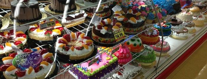 Vallarta Supermarkets is one of Lugares favoritos de Melissa.