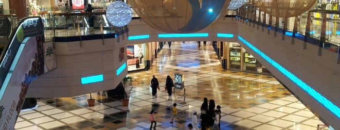 Bawabat Al Sharq Mall is one of Orte, die Ted gefallen.