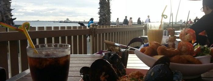The Beachcomber Cafe is one of Locais curtidos por Lauren.
