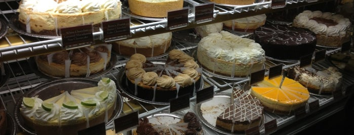 The Cheesecake Factory is one of Posti che sono piaciuti a Rosana.