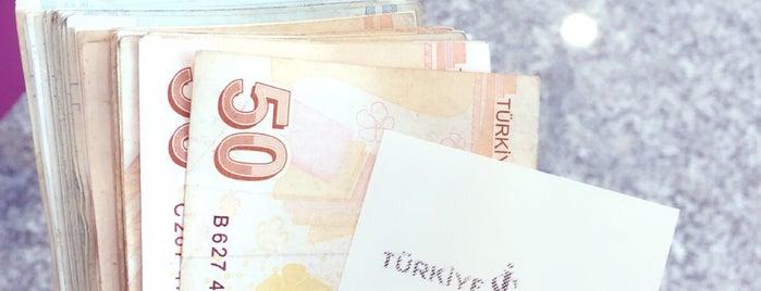 Türkiye İş Bankası is one of Orte, die Onur gefallen.