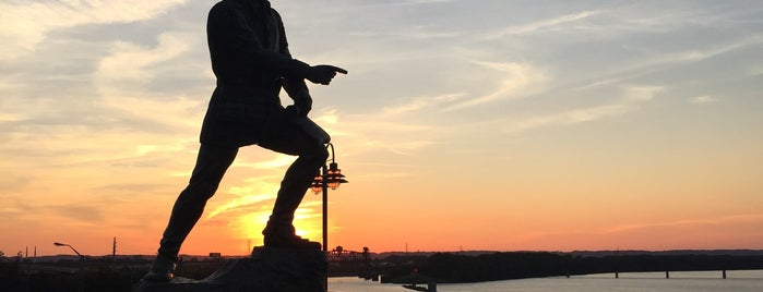 General George Rogers Clark Statue is one of Lugares favoritos de Katherine.