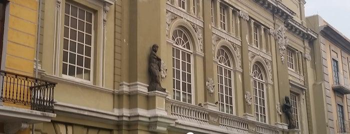 Teatro Francisco Javier Clavijero is one of Posti che sono piaciuti a Arthur.