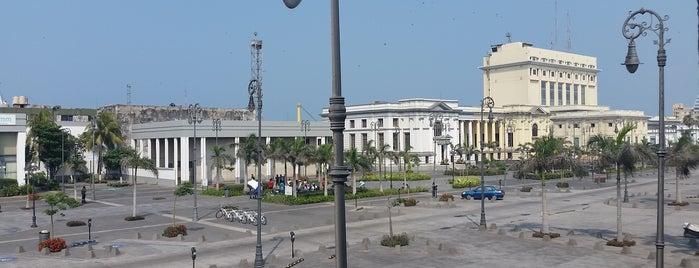 Plaza de la Republica is one of Posti che sono piaciuti a Arthur.