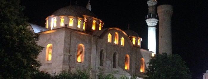 Yeni Camii Meydanı is one of สถานที่ที่บันทึกไว้ของ Aykut.