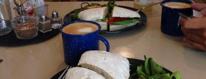 Bendito Café is one of Lugares favoritos de Andrea.