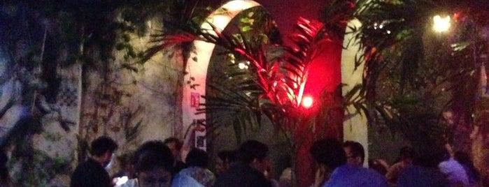 Mayan Pub is one of Lugares favoritos de Andrea.