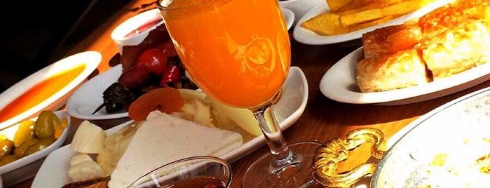 Petek Pastanesi / Alpchef Brasserie is one of Locais curtidos por Tolunay.