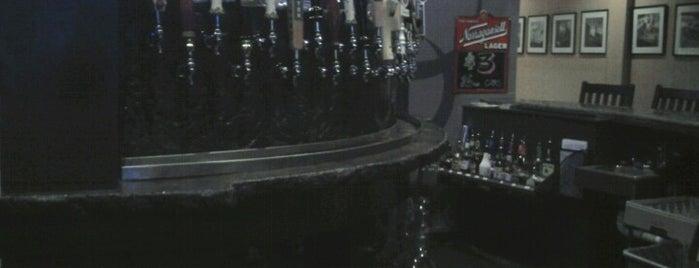 Crescent Moon Cafe is one of Tempat yang Disimpan Patrick.