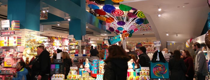 Dylan's Candy Bar is one of Olivia 님이 좋아한 장소.