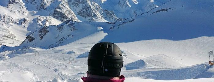 Schaufelspitze (3.333m) is one of Stubaier Gletscher / Stubai Glacier.