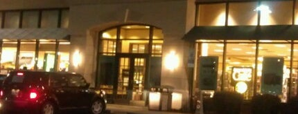 Barnes & Noble Booksellers is one of Tempat yang Disukai Shawn Ryan.