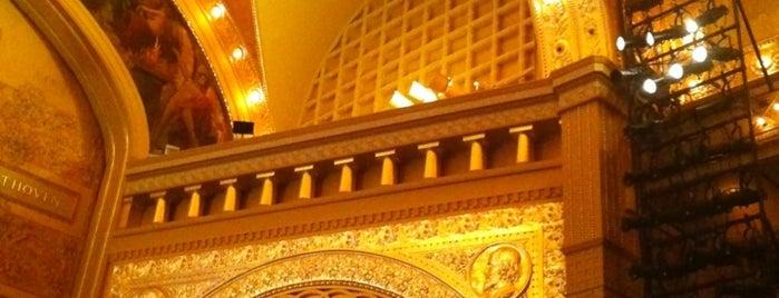 Auditorium Theatre is one of 人擠人的地方.