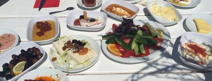 Denizaltı Cafe & Restaurant is one of สถานที่ที่ Celal ถูกใจ.