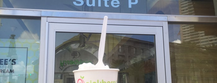 Pinkberry is one of Orte, die Celal gefallen.
