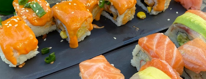 Walk İn Chinnese Restaurant Sushi Bar is one of Orte, die Aziz gefallen.