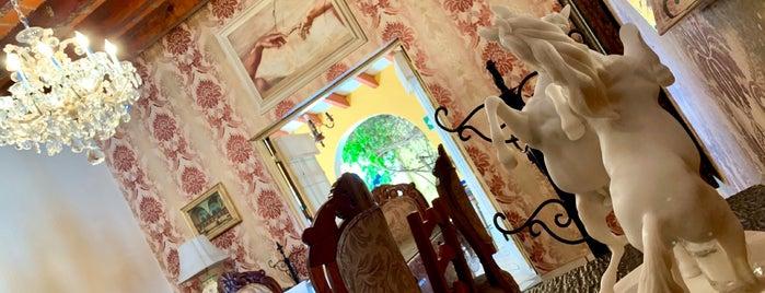 La Hacienda Café & Bistro is one of Sheirly'in Kaydettiği Mekanlar.