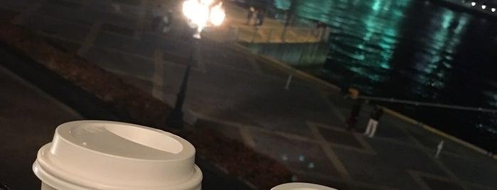 Starbucks is one of สถานที่ที่ Joyce ถูกใจ.