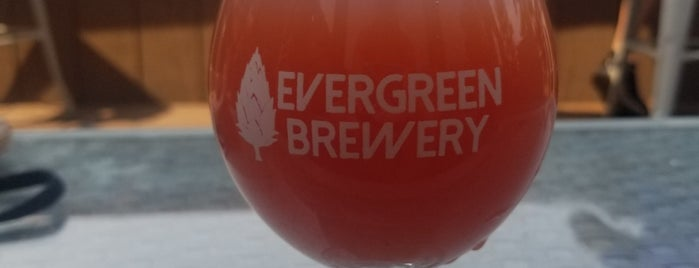 Evergreen Brewery and Tap House is one of Kelly : понравившиеся места.