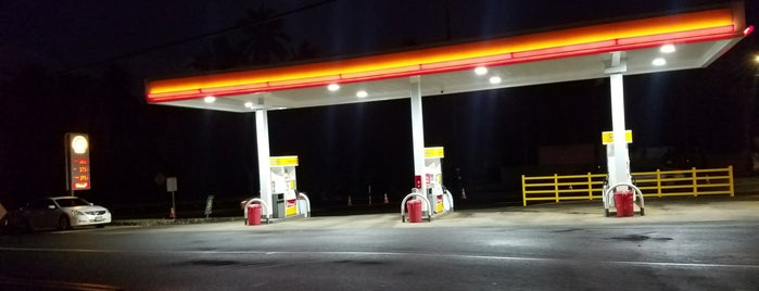 Shell is one of สถานที่ที่ keith ถูกใจ.