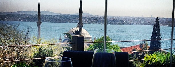 Topaz Restaurant is one of Yazin istanbul :).