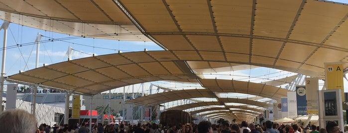 Expo Centre is one of Locais salvos de ANDREA.