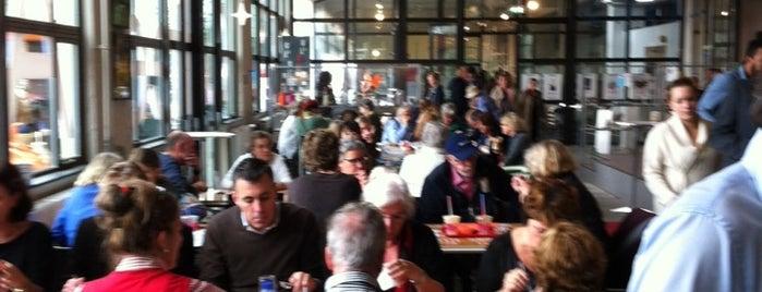 Caffee Allee is one of สถานที่ที่บันทึกไว้ของ Doris.