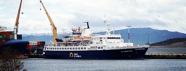 Puerto de Ushuaia is one of Lieux qui ont plu à IrmaZandl.